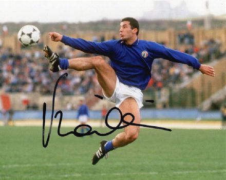 Gianluca Vialli, Italy, signed 10x8 inch photo.